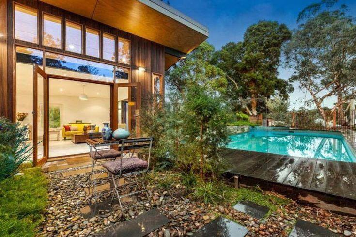 บ้านมีสระว่ายน้ำ