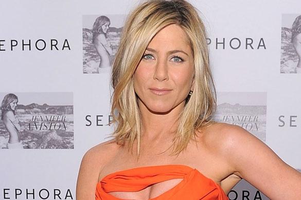 Los peinados de la actriz Jennifer Aniston son de los más imitados y deseados. Si quieres un cambio de look, este verano córtate la melena y despúntala para ganar en movimiento. Es recomendado para las melenas muy abundantes. Conisgue un look alocado gracias al efecto 'despeinado'. El resultado es muy sexy. (Getty Images)