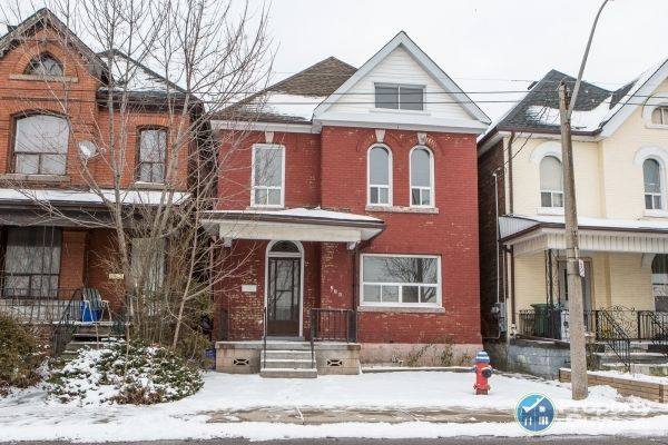 Private Sale: 274 Sanford Ave N, Hamilton, Ontario - PropertyGuys.com