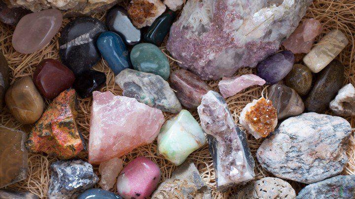 Необработанные драгоценные камни