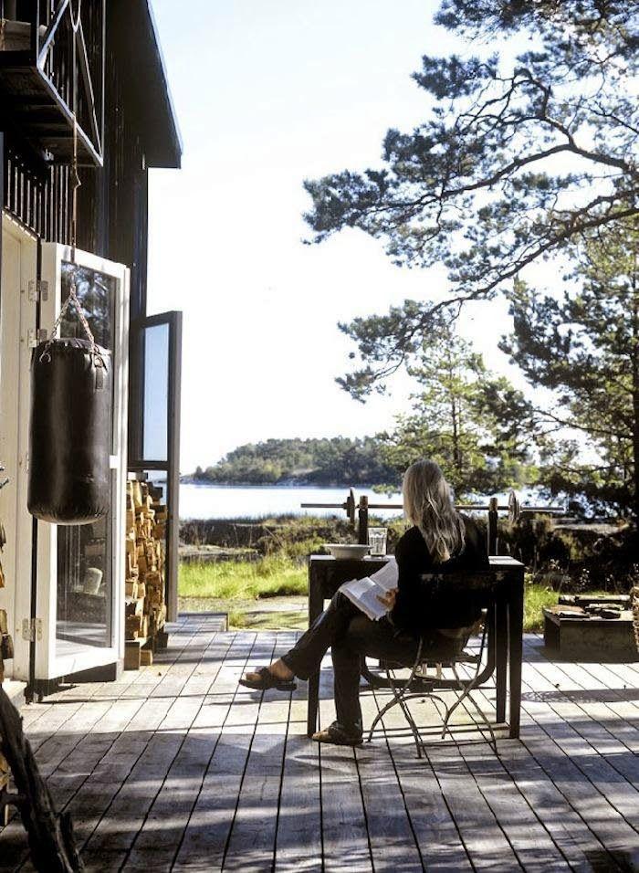 A lovely relaxed cabin in the Stockholm archipelagos. Home: Carouschka Streijffert, Photography: Martin Löf.