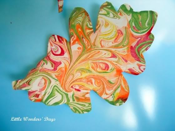 Shaving cream painted leaves via Little Wonders' Days