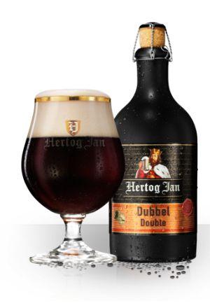 Dubbel - Hertog Jan Dubbel is een traditioneel donker bier van hoge gisting. In de brouwerij spreken we van een degustatiebier. Hertog Jan Dubbel proef je met al je zintuigen, waardoor je optimaal geniet van kleur, geur en smaak. Eerst schenk je het uit in een glas en bewonder je het schuim en de fraaie roodbruine kleur. Vervolgens ruik je het volle zachte aroma. Je neemt een slok en proeft het rijk moutige karakter. En tenslotte geniet je van de ietwat zoete afdronk. Dit traditionele bier…