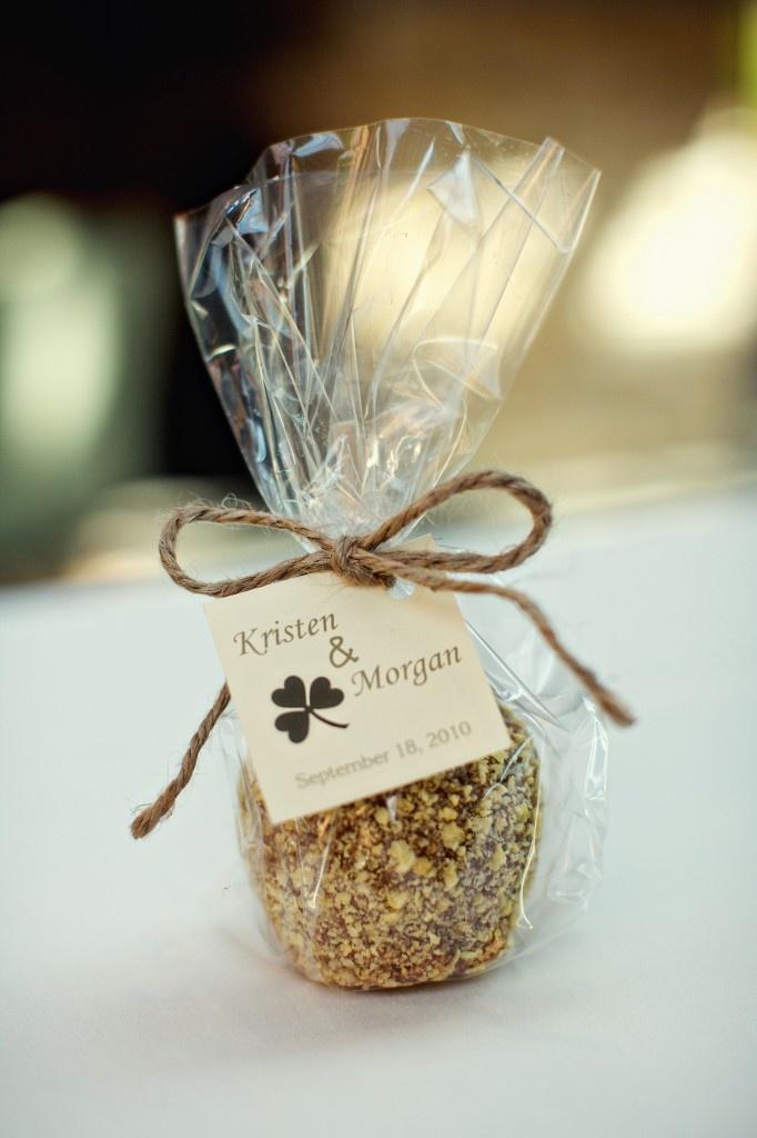 Caramel Apples: I love the presentation!   Wedding ...