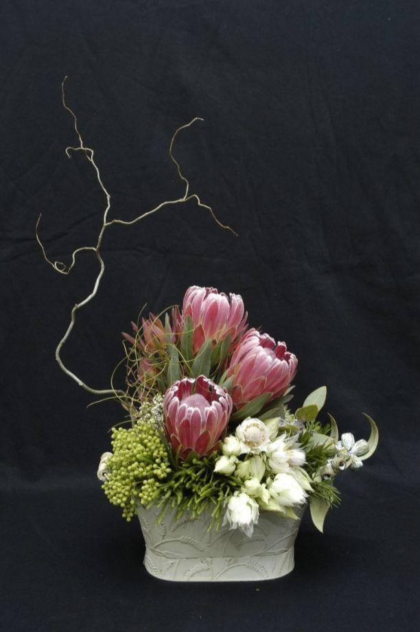 23 Stunning Proteas Decoratoo Modern Floral Arrangements Modern Flower Arrangements Fresh Flowers Arrangements