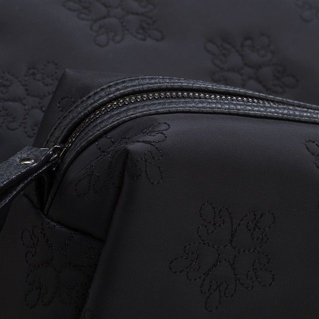 The mat soft nylon with the embroidery pattern - just a ESSENTIAL #jjdk #mappe #cosmetic #cosmetique #cosmeticbag #cosmeticpurse #beauty #bag