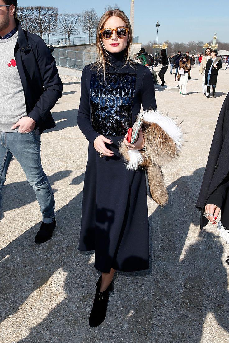 Olivia Palermo y la esencia francesa, en un look de falda larga y top tejido de cuello alto, para el desfile de Carven otoño-invierno 2015 durante Paris Fashion Week.