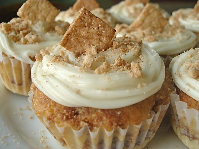 Baked from a Box: Cinnamon Toast Crunch Cupcakes - these look DEEELISH @Tabetha Klein. Only I know you wouldn't make it from a box. I would though. Yeah...yeah I would.