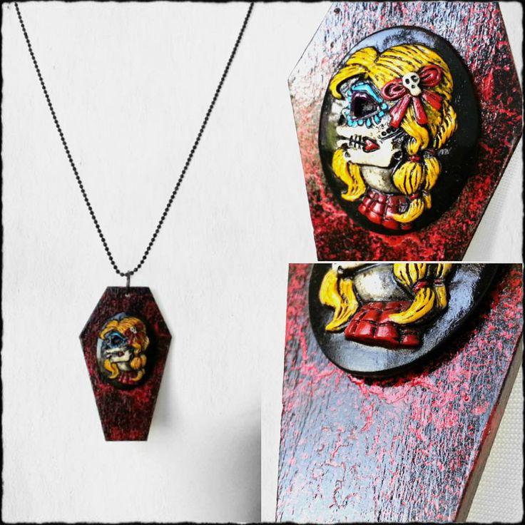 Red&black #coffin #necklace #chicamuerta #rockandroll #rockabilly #metalgirl #handmade #handpainted #wyczarovane