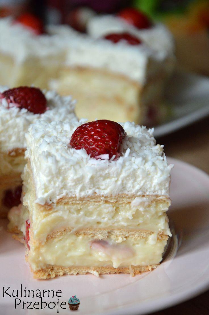 Ciasto Raffaello bez pieczenia z truskawkami, ciasto Raffaello bez pieczenia, Truskawkowe ciasto Raffaello bez pieczenia na herbatnikach lub krakersach.