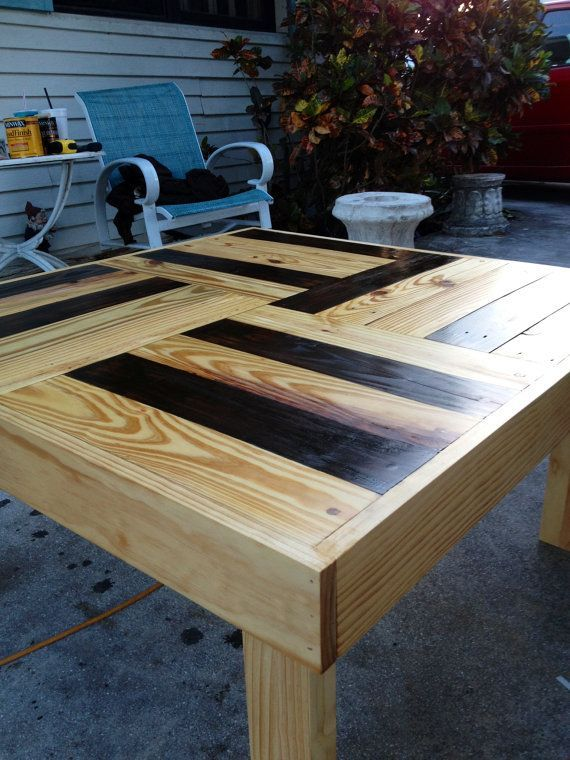 reclaimed pallet wood table too bad i dont have the patience to tear pallets apart gorgeous. Black Bedroom Furniture Sets. Home Design Ideas
