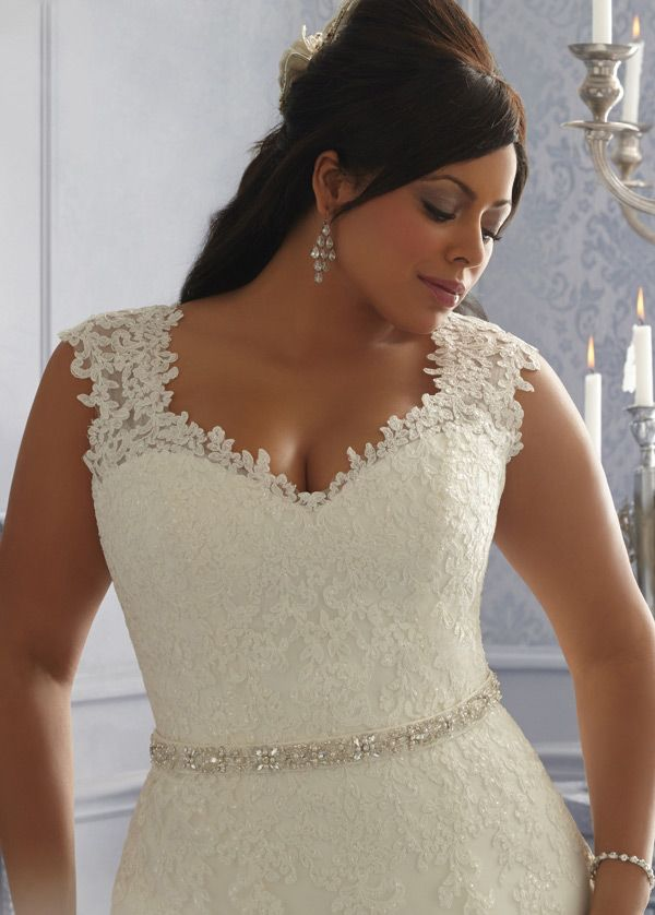 NEW! Charming Organza & Tulle V-neck Neckline Natural Waistline A-line Plus Size Wedding Dress With Lace Appliques