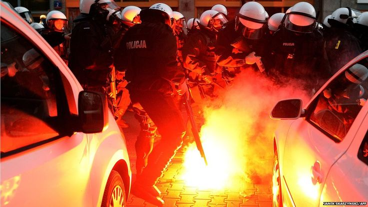 Polish police fired rubber bullets and tear gas to break up violent clashes during an independence day march in the capital Warsaw. A number of people were injured during the annual rally organised by far-right and nationalist movements.