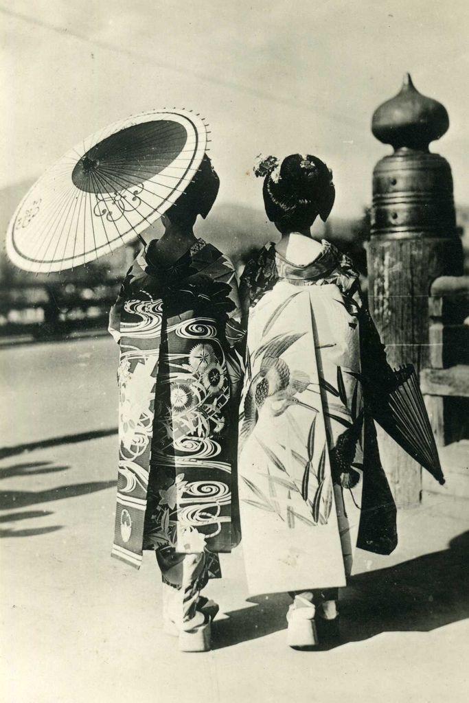 古い着物姿の女性の写真 vintage photo of kimono girls
