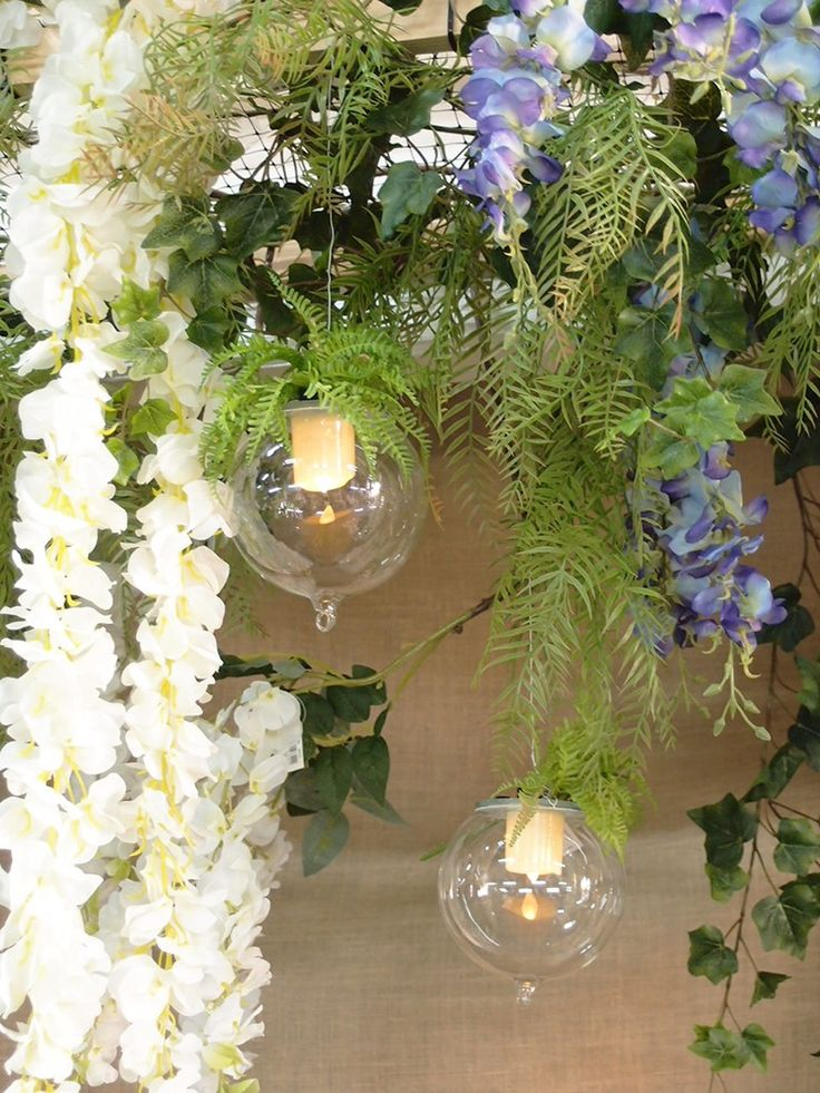Oltre 25 fantastiche idee su appendere fiori su pinterest appendere fiori nozze floreale e - Idee per vetrine primaverili ...