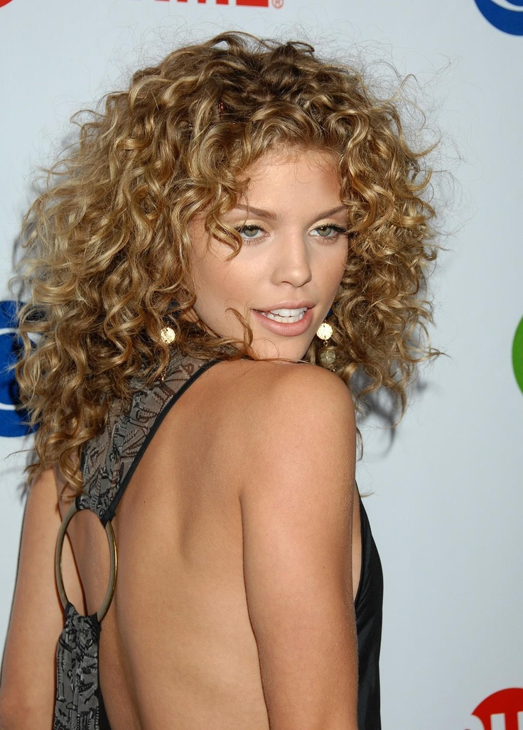Annalynne Mccord curls, love the shape but it may be too short for me.