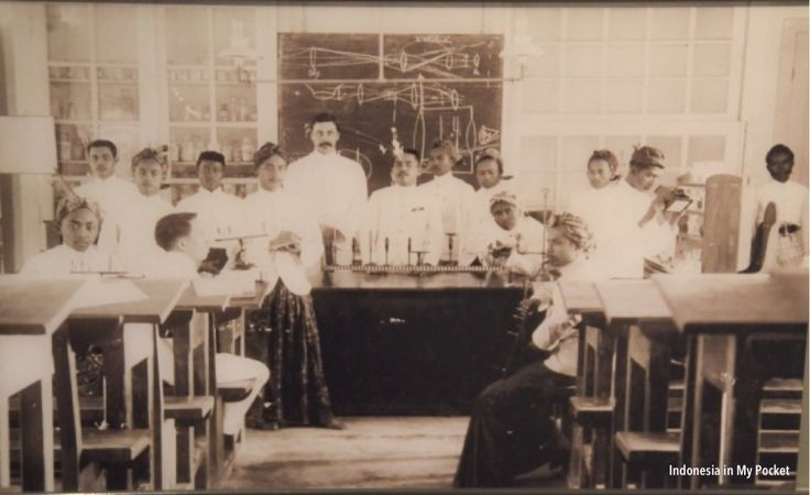 Chemistry class for Javanese students. Amsterdam. Date unknown.
