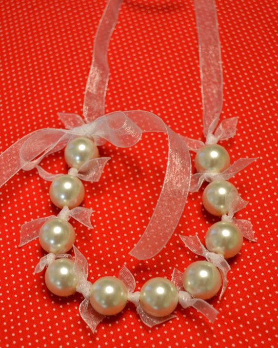 Pretty pearl necklace to make! And if you don't want to, go to Etsy!