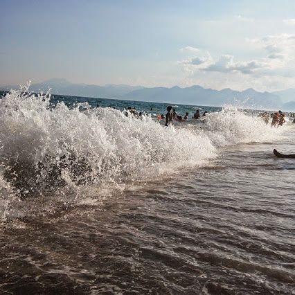 Antalya Kundu, Türkiye'nin en büyük turizm yatırımlarından biridir. Tamamen turizm amaçlı olarak imara açılan Kundu, yaklaşık 4 kilometrelik bir deniz şeridine sahiptir. Denize sıfır konumunda ki otelelri, dünya standartlarında bir kalite ile hizmet vermektedir. Mimarı yapıları ile göz dolduran bu oteller, diğer Avrupa otelleri kadar da pahalı değildir. Kundu içerisinde yer alan küçük çarşılar, kamu ve özel kuruluşlara ait ofisler, eğlence merkezleri, yiyecek-içecek servis noktaları ve rent…