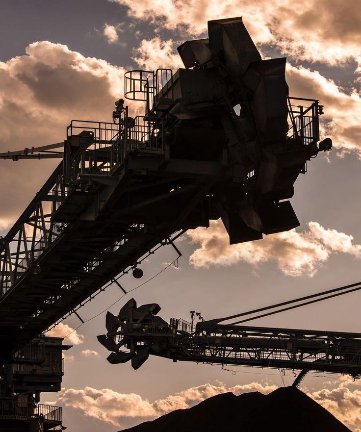 常陸那珂火力発電所 スタッカ・リクレーマー #火力発電所 #工場 #工場萌え #クレーン #なにこれ #そら部 #くも #セピア #茨城 #大きい #東京電力 #東電 Hitachinaka Thermal Power Station Stacker Reclaimer #thermalpowerplant #stackerreclaimer #powerplant #factory_shotz #technical #electricalengeneering #japan_focus #coal #crane #powerstation #machinery #heavymachinery #skystagram #sepia #bestshot #contraste #japan_daytime_view #tepco