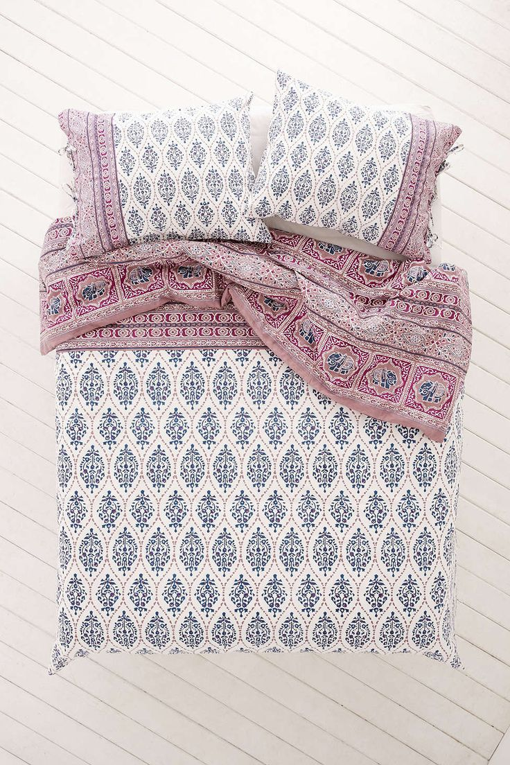 Plum & Bow Sofia Block Duvet Cover - Urban Outfitters: