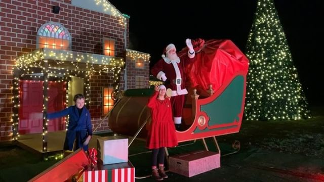 Take An Extraordinary Train Ride To The North Pole And Embark On A Journey That Shows You That The Wonder Polar Express Train Ride Train Rides Bryson City Nc