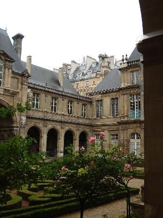 Musée Carnavalet depicts the History of Paris.