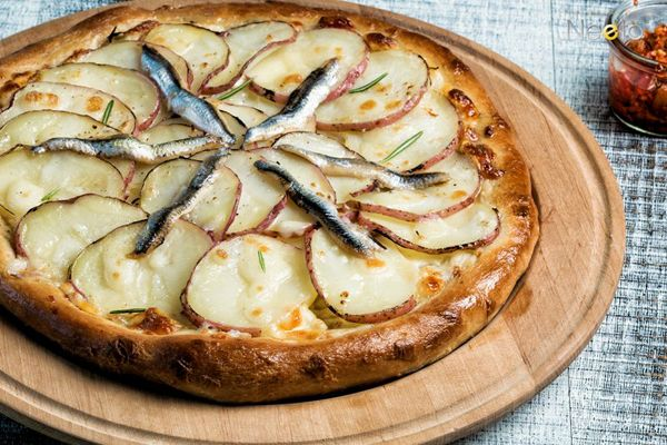 #potatopizza #anchovies #pizza #foodstyling