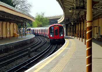 S7 stock train at Westbourne Park Station, Hammersmith & City branch of the Metropolitan line