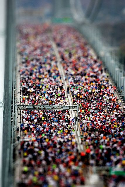 Tilt shift effect - ny marathon by Lorenzo Baldini, via Flickr