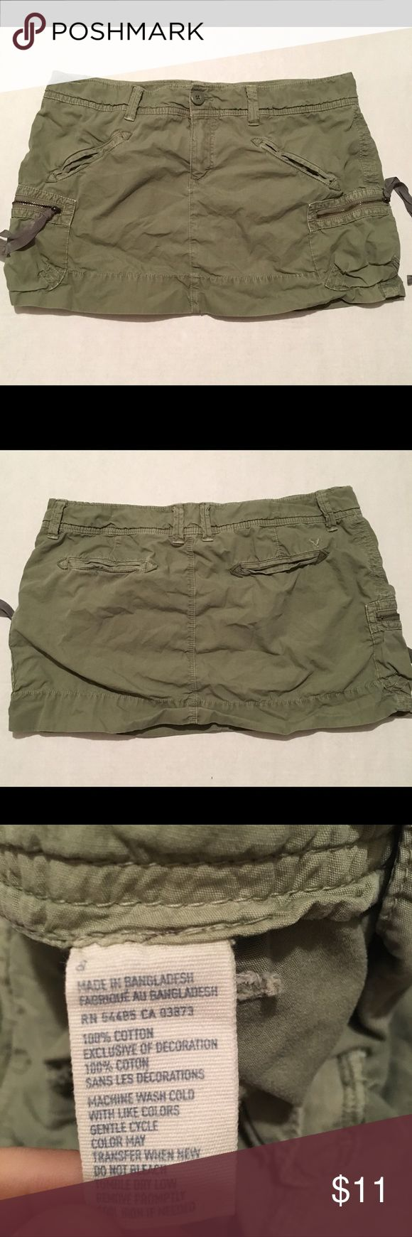 American Eagle women's Green Cargo Mini Skirt Sz 8 American Eagle Outfitters women's Green Cargo Mini Skirt Size 8. Please see all pictures for slight fading. Thanks for looking!! American Eagle Outfitters Skirts Mini