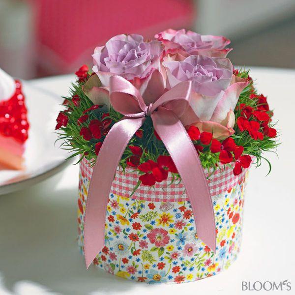 Ideen zum muttertag romantische blumengeschenke blumengesteck mit rosen blumengeschenke zum - Muttertag ideen ...