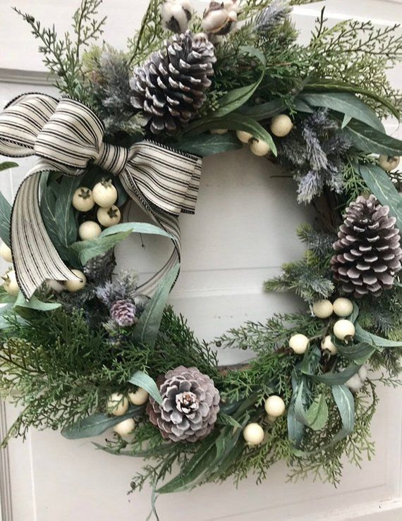 Breathtaking 43 Unique Custom Wreaths For Holiday Decor Ideas Http Decorhead Com 2018 12 24 Christmas Wreaths For Front Door Christmas Wreaths Winter Wreath