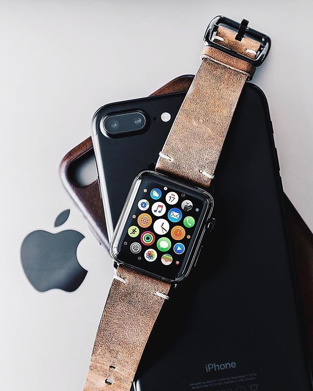 """Meridio (@meridioband) su Instagram: """"Repost @m.a.x.i.m.i.l.i.a.n """"Day 24, the smoked walnut vintage @meridioband is getting softer and…""""  Discover our collection www.meridioband.com   #leather #applewatch #applewatchband #madeinitaly #handcrafted #technology"""