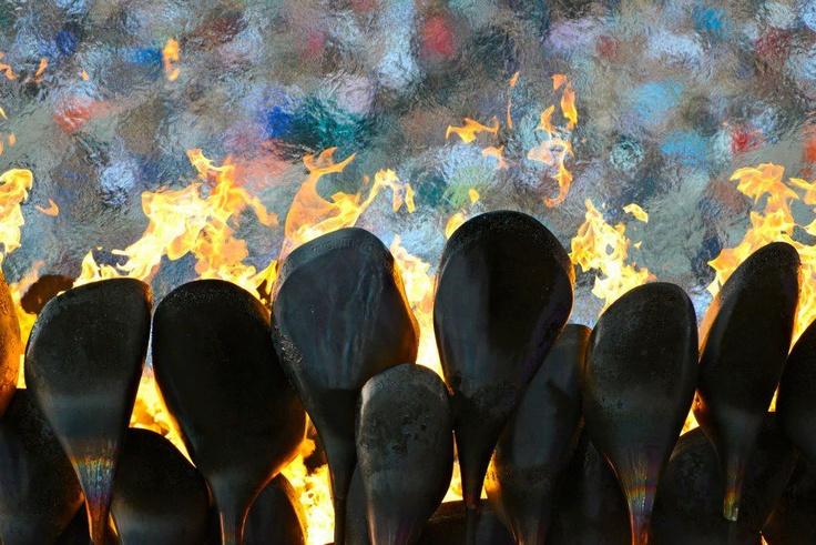 Ardere e infuriare tutta la vita.  (Il braciere a petali, il più bello perché fatto di tanti pezzi)