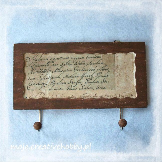 Od tej tabliczki nie oderwiesz ani wzorku, ani ręki. Dlaczego? Ponieważ pokryta jest welurowym lakierem do decoupage, który jest niezwykle miły w dotyku: http://bit.ly/1KQDrDl