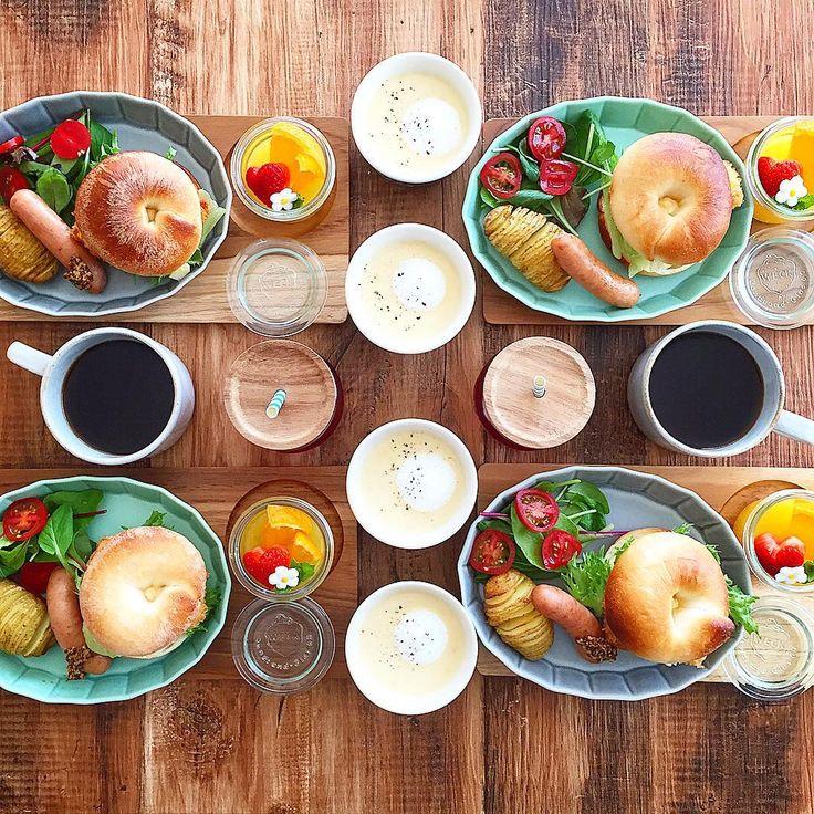 Apr.23 today's breakfast + レモン酵母のベーグルで タルタルフィッシュサンド ハッセルバックポテト ウインナー コーンポタージュ オレンジゼリー であさごはん + 平日の朝ごはんに子供達が食べた ベーグルフィッシュサンドが美味しかったらしく 「また食べたーーい♡」とリクエストされてたので 鱈のフライをはさみました + 昨日の夜、旦那さんがIHのガラストップを 割ってしまうというハプニングがあり テンションはかなり低めな日曜日 修理にきてもらうまでカセットコンロで 料理しなくてはいけないので ちょっと作り置きしておかないと お弁当とか絶対間に合わん〜 来週の歓迎遠足の前じゃなくてよかったよ… + #おうち#おうち時間#おうちじかん#おうちごはん#あさごはん#朝ごはん#breakfast#朝時間#goodmorninggoodbreakfast#おうちパン#手作りパン#自家製酵母パン#ベーグル#ベーグルサンド#bagel#bagelsand#おうちカフェ#おうちcafe#スタジオエム#スタジオm#fucca#weck#lin_stagrammer#d...