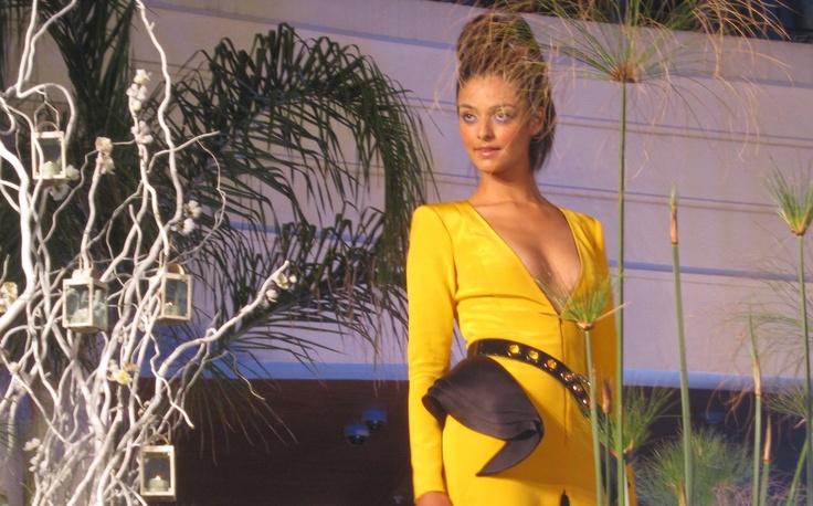 Claudio Mansilla.    #fashion #dess #yellow #runway