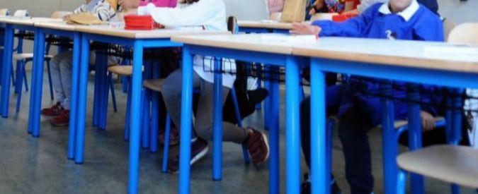 Calci e schiaffi anche a un bambino disabile. Ai domiciliari tre maestre delle elementari nel Palermitano - Il Fatto Quotidiano