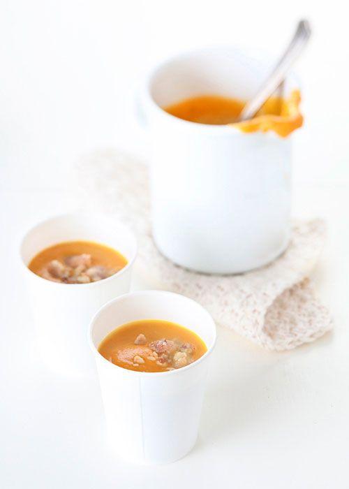 Novembre. Zuppa di zucca e castagne. L'arancio è il colore dell'autunno, delle foglie che cadono, dei cachi maturi, delle zucche... che rallegrano la tavola con il loro bel colore acceso. E con le Castagne Morbide Noberasco tutto diventa più facile e veloce!
