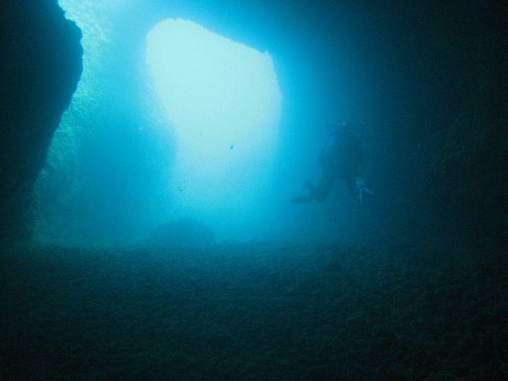 una de las muchas cuevas que se encuentran en la costa de levante, en España