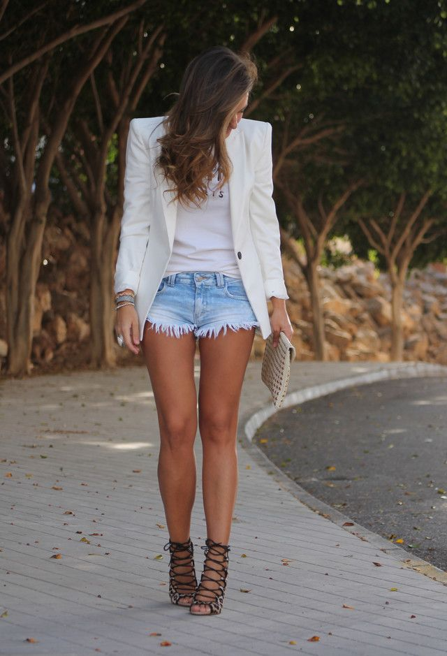 16 Ways To Wear Your Denim Shorts This Spring - Fashion Diva Design                                                                                                                                                                                 Más
