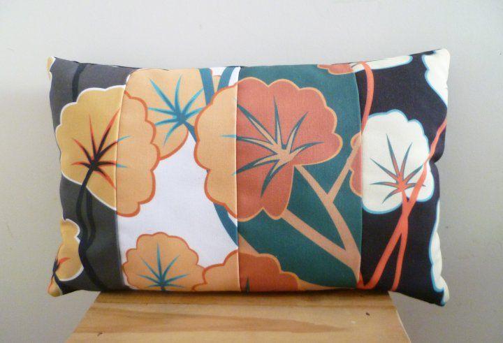 El almohadón JAPÓN tiene un diseño exclusivo de El Salero y tiene un relleno hecho a partir de material textil de descarte.  Material: lona   Funda desmontable con cierre y lavable Espalda color negro