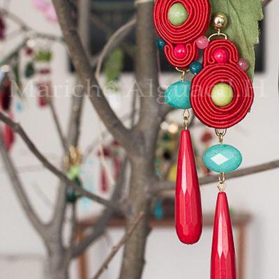 Pendientes en seda roja y piedras naturales