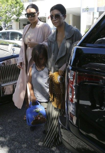 Kim Kardashian Photos Photos - The 'Keeping Up With The Kardashians' clan are spotted out for lunch at The Ivy Restaurant after watching 'The Phantom Of The Opera' at the Pantages Theatre in Hollywood, California on July 26, 2015. Kim, who is currently pregnant with her second child, hid her growing baby bump under a tight beige dress. - The Kardashian Clan Heads Out for Lunch at The Ivy
