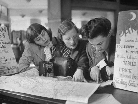 Tourists, photo by Yale Joel, Paris, 1940s  viahollyhocksandtulips