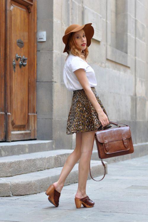 Les 6477 Meilleures Images Du Tableau People Wearing Clogs