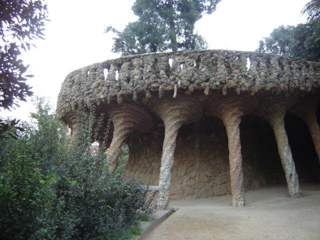 Antoni Gaudì, Parco Güell-colonnato, 1900-1914, materiali vari, Barcellona, Spagna.