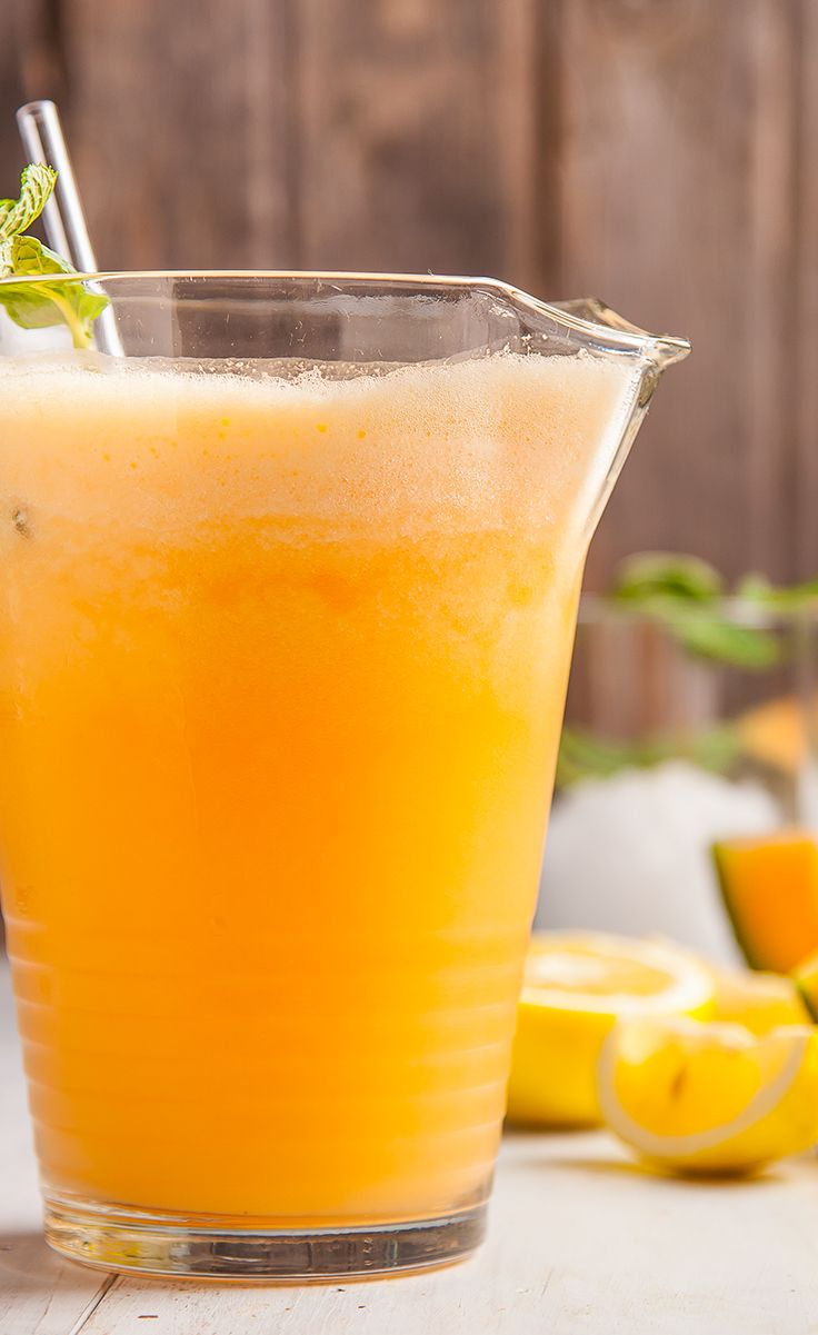 Make a big jug of this Cantaloupe Smoothie for #4thofJuly and cool off in the summer sunshine. #VegaSmoothies #IndependenceDay