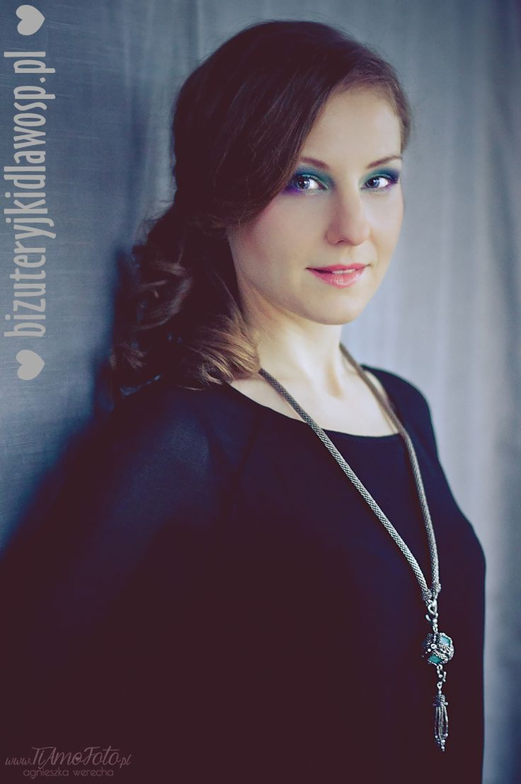 Naszyjnik Muzyka sfer  [modelka: Agnieszka Rybacka, foto: Agnieszka Werecha -TiAmoFoto, wizaż: Aleksandra Aszyk Pracownia Wizażu]